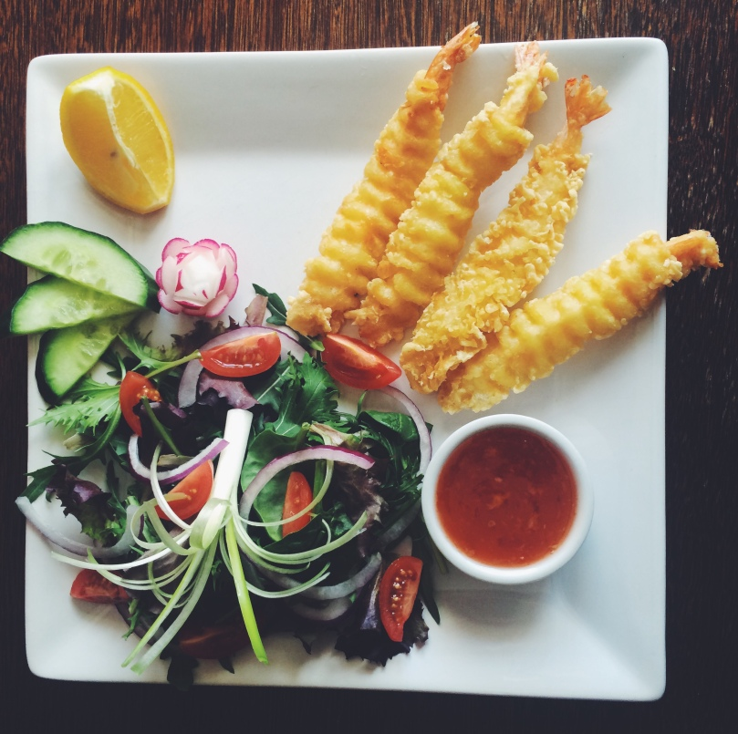 Tempura King Prawns, served with salad and a sweet chilli dipping sauce