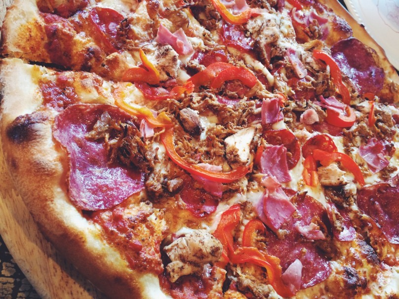 Salami, pulled chicken, ham, red peppers & onion <3